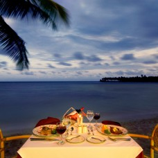 Romantic dinner setting in Samaná